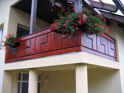Balkonske ograje (moderni stil) (1)Sibirski macesen