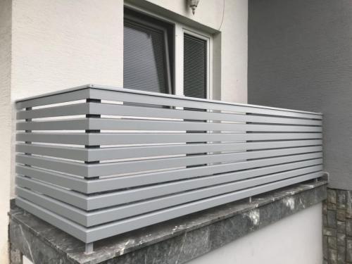 Balkonske ograje (moderni stil)  sibirski macesen siva (22)