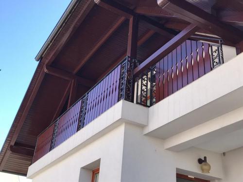 Balkonske ograje (moderni stil) sibirski macesen,Brežice (23)